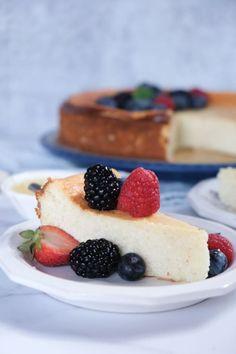 Best German Cheesecake with Quark (Crustless Cheesecake Version) Crustless Cheesecake Recipe, German Cheesecake, American Cheesecake, Cheesecake Recipes, Quark Recipes, Cheese Recipes, Easy Desserts, Dessert Recipes, Kitchens