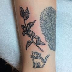 Did this little blueberry branch next to a @sweetsuetattoo kitty and a @liamsparkesok rat!  @eastrivertattoo collection