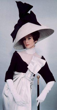 Quando a história foi adaptada para as telas, ele também fez as devidas adaptações para vestir o corpo de Audrey Hepburn.