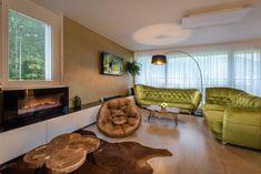 Modern living room. #lightgreensofa #livingroom #electricfireplace #apartmanicadonovaly Modern Living, Living Room, Home Decor, Homemade Home Decor, Sitting Rooms, Interior Design, Family Room, Contemporary Home Design, Home Interiors