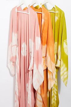 Spellbound Tie Dye Kimono from Free People ~ Today's Fashion Item ~ Kimono Outfit Kimono Outfit, Kimono Fashion, Skirt Fashion, Boho Fashion, Kimono Top, Fashion Outfits, Fashion Trends, Girly Outfits, Casual Outfits