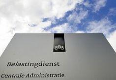 2-Jun-2014 18:52 - BELASTINGDIENST NIET KLAAR VOOR ANTIFRAUDEMAATREGEL. De Belastingdienst krijgt een jaar langer de tijd om de maatregel in te voeren waarbij burgers maar één rekeningnummer mogen opgeven voor de uitbetaling van toeslagen en teruggaven. De ict-systemen van de fiscus zijn te kwetsbaar voor een snellere invoering, laat staatssecretaris van Financiën Eric Wiebes (VVD) de Tweede Kamer vandaag weten. De maatregel waarmee fraude met toeslagen moet worden tegengegaan werd...