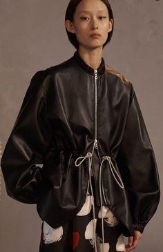 Claudia Li pre-fall 2019 fashion collection (look via Vogue Runway app Sport Fashion, Fashion Show, Fashion Outfits, Womens Fashion, Fashion Images, Fashion Details, Fashion Design, Claudia Li, Fur Clothing