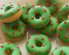 Christmas Donuts, Cake Pops, Chocolate Donuts, Food Decoration, Pastry Cake, Holiday Treats, Cupcakes, Funnel Cakes, Alice