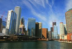 22 Fun Things to See and Do in Chicago - haha, my building is in this picture!