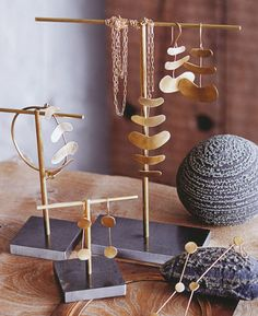 Jewelry Display Supplies: Brass Plated Classic Jewelry Display Design Stand