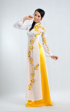 TRADITIONAL LONG DRESS - TT052 / A pure white dress with flower detail same color with pants, absolutely beautiful :) / http://aodaihoanguyen.com/ao-dai/ao-dai-truyen-thong/chi-tiet/403-ao-dai-truyen-thong-tt052#