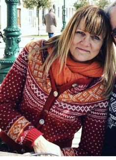 Traditional Setesdal pattern, combined with a more modern look and colours. Knitted in Rauma Finull Knitting Stitches, Knitting Designs, Norwegian Knitting, Yarn Crafts, Handicraft, Vests, Crocheting, Stitch Patterns, Scandinavian