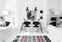 Bright, nordic and minimalistic kids room with a pretty shareable desk.