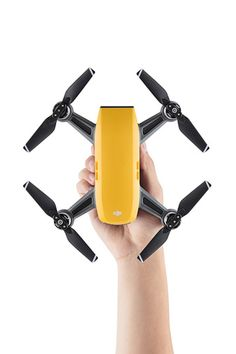 40d1415a38c DJI Spark's body is much smaller than Mavic, and the weight is only half of  Mavic. Unlike Mavic that will fit in a jacket pocket, Spark won't fit in it.