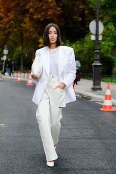 Icon Issue by New Fashion Leader: The Bold Statement Spotted at Paris Fashion Week September 2019 ! God Save The Game Changer 🙏🏿 Look Street Style, Spring Street Style, Street Style Looks, Street Chic, Street Style Trends, Paris Street Fashion, Printemps Street Style, London Fashion, Fashion Week