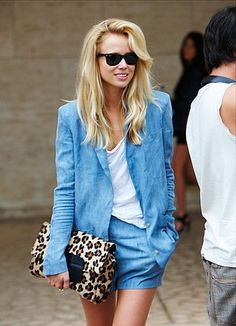 Chambray + Leopard, I'm not usually a fan of double denim but actually love this! Looks Total Jeans, Looks Jeans, Spring Look, Spring Summer Fashion, Summer Chic, Summer Breeze, Fashion Moda, Look Fashion, High Fashion