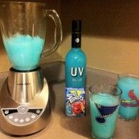 Blue Raspberry Lemonade Kool-Aid, Uv Blue Vodka & Ice Perfect for summer!!!