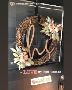 Hottest Photo Spring Wreath videos Concepts Find a straightforward precisely how to steer pertaining to wreath making and make up a stunning cra Diy Spring Wreath, Diy Wreath, Grapevine Wreath, Tulle Wreath, Burlap Wreaths, Wreath Making, Christmas Mesh Wreaths, Thanksgiving Wreaths, Holiday Wreaths