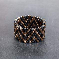 He encontrado este interesante anuncio de Etsy en https://www.etsy.com/es/listing/258003687/articulo-hecho-a-mano-anillo-de