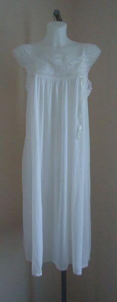 Vintage 1960s Vassarette White Nightgown on Etsy c765e00d8