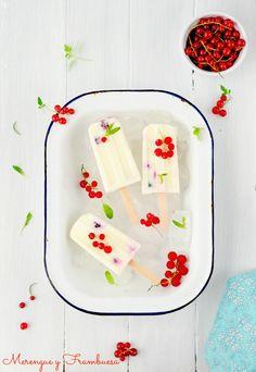 Merengue y frambuesa: Polos de yogurt y frutas del bosque