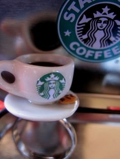 starbucks coffee on a ring Starbucks Coffee, Miniature Food, Miniatures, Jewellery, Ring, Tableware, Tiny Food, Jewels, Rings