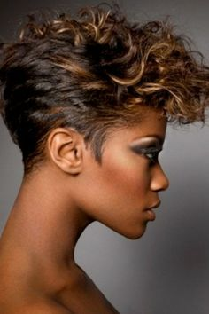 Looking for chic short curly hairstyles? Check out these short curly styles & the latest ideas for short curly hair to find the perfect cut for your face shape. Short Wavy Hair, Short Black Hairstyles, Curly Hair Cuts, Short Hair Cuts For Women, Curly Hair Styles, Natural Hair Styles, Wavy Hairstyles, Short Haircuts, Short Cuts