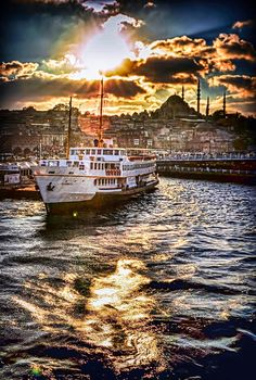 🇹🇷 Istanbul,by Yasar Koç Most Beautiful Cities, Wonderful Places, Places To Travel, Places To See, Places Around The World, Around The Worlds, Turkey Photos, Istanbul City, City Landscape