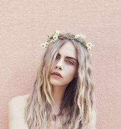 Image discovered by Demônia. Find images and videos about model, flowers and cara delevingne on We Heart It - the app to get lost in what you love. Pretty People, Beautiful People, Models Makeup, Woman Crush, Mannequins, Look Fashion, Girl Crushes, Hair Inspiration, Supermodels