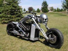 Modelo muy chulo de moto custom basado en un esqueleto metálico.