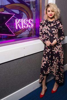 Selena Gomez – Visits Kiss FM Studio in London