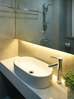 The Simple Lighting Knowledge Hub contains all the information you need to know on LED and home lighting. Led Bathroom Vanity Lights, Bathroom Lighting Design, Design Bathroom, Luz Led, Strip Lighting, Home Lighting, Accent Lighting, Lighting Ideas, Architecture