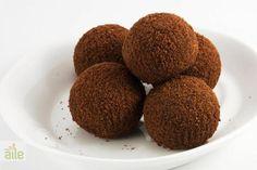 Kakaolu toplar tarifi... Rahatlıkla hazırlayabileceğiniz lezzetli ve besleyici bu tatlıyı çok seveceksiniz. http://www.hurriyetaile.com/yemek-tarifleri/tatli-tarifleri/kakaolu-toplar-tarifi_987.html