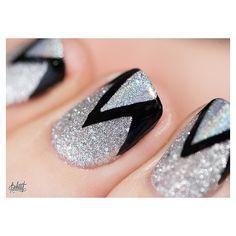 Silver glitter and black zigzag print. Dernier article de 2014 en ligne ! je vous aime ! #pshiiit
