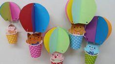 以前に作ったのは小さな紙コップの気球(左側)でしたが、保育園用に普通の大きさの紙コップで作りました。 気球に乗っているのは、ネコ、ウサギ、クマ、ネズミです。 次は室内砂遊び用の長めのエプロンを作ります【HIROの のはらうた】