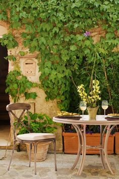 Create a charming bistro setting on your own balcony, porch, or patio.