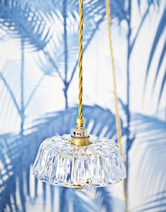 Lighting made from repurposed glass objects Fritz upcycled light by Rafinesse & Tristesse - UPCYCLIS Fan Light Covers, Transparent Design, Beautiful Lights, Ceiling Lights, Ceiling Fan, Repurposed, Objects, Cement, Concrete