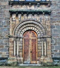 Ujo - Uxo, Concejo de Mieres, Asturias - Portada románica de la iglesia de Santolaya o Santa Eulalia