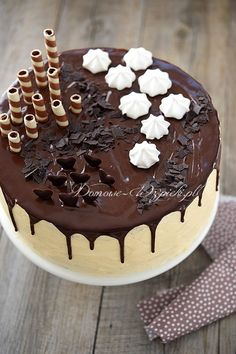 Klasyczny tort z masą maślaną Frosting, Icing, Cake Decorating Designs, Chocolate Cake, Oreo, Cake Recipes, Food And Drink, Birthday Cake, Cooking Recipes
