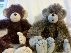 Maxee the Monkey is a lovely cheeky monkey with bendy arms and legs. He has a thumb and his digits are achieved by simple sewing methods, all the instructions are included in the pattern.I've called him Maxee after my grandson, who's middle name is Max, this monkey kind of reminds me of him, lovable but a little bit cheeky too.Maxee is a very simple knit, every row has its own line and I don't use abbreviations, rows are numbered and I include a stitch count at the end of every row. Maxee…
