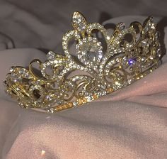 accessories for room girl Crown Aesthetic, Gold Aesthetic, Classy Aesthetic, Princess Aesthetic, Bad Girl Aesthetic, Aesthetic Collage, Aesthetic Vintage, Queen Aesthetic, Aesthetic Photo