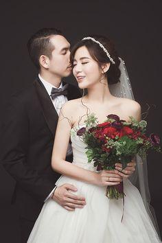 Pin on photographer Pin on photographer Pre Wedding Poses, Pre Wedding Photoshoot, Wedding Couples, Korean Wedding Photography, Wedding Photography Poses, Night Wedding Photos, Muslimah Wedding Dress, Foto Wedding, Wedding Photo Inspiration