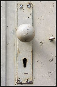 Surprised door knob by xollob58, via Flickr