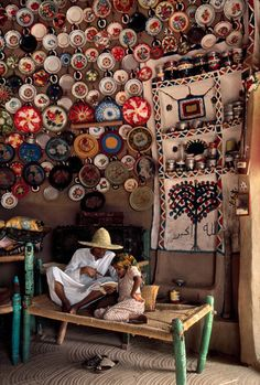 Yemen, Father and Daughter Reading a book Steve McCurry: gorgeous photographs of people reading around the world. Steve Mccurry, We Are The World, People Around The World, Around The Worlds, Marrakech, National Geographic, Afghan Girl, Images And Words, Photographs Of People