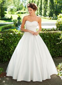 Lee-Ann Belter Bridal - Greydon Hall Collection - Stephanie