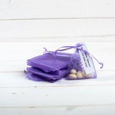 Marturiile nunta saculeti lila sunt o alegere practica pentru receptia de la restaurant deoarece micile ambalaje din organza pot fi umplute cu orice doresti de la bomboane la bijuterii. Saculetii lila din organza se leaga la capat cu snur asortat. Acestia se aseaza pe mesele invitatilor la restaurant si pot fi oferiti inca de la inceputul petrecerii, in semn de recunostinta pentru prezenta lor la eveniment. Marturiile saculeti sunt disponibili in marimi si culori diferite. Acestia se… Gym Bag, Bags, Handbags, Bag, Totes, Hand Bags
