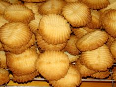 Condensed Milk Biscuits – Fired Up Cooking SA Condensed Milk Biscuits, Condensed Milk Cookies, Vanilla Biscuits, Coffee Biscuits, Fluffy Biscuits, Best Sugar Cookie Recipe, Butter Cookies Recipe, Cookie Recipes, Buscuit Recipe