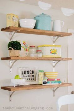 rustic charming open shelving with vintage kitchen accessories Vintage Kitchen, New Kitchen, Kitchen Decor, Sweet Home, Kitchen Shelves, Open Shelves, Wood Shelves, First Home, Apartment Living