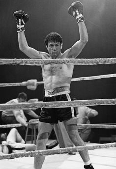 """Robert De Niro in """"Raging Bull"""" Directed by Martin Scorsese, Old Hollywood Stars, Hollywood Actor, Hollywood Video, Al Pacino, Grudge Match, Coppola, Films Cinema, Top Film, Raging Bull"""