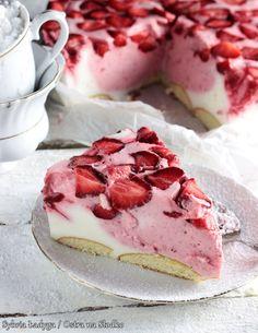 SERNIK TRUSKAWKOWY BEZ PIECZENIA Dessert Cake Recipes, Cute Desserts, Sweets Cake, Cheesecake Recipes, No Bake Desserts, Delicious Desserts, Cupcake Cakes, Polish Desserts, Polish Recipes