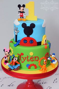 Mickey Clubhouse theme cake by K Noelle Cakes Pastel Mickey, Mickey And Minnie Cake, Fiesta Mickey Mouse, Mickey Cakes, Mickey Party, Minnie Mouse, Mickey Mouse First Birthday, Mickey Mouse Clubhouse Birthday Party, Birthday Themes For Boys