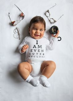 Creative Mom Designs Fun Punny Onesies To Chart Her Baby's Growth - DesignTAXI.com