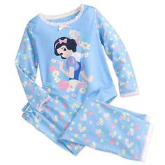 New Disney Snow White Sleep Set for Girls Your princess will have her greatest wish fulfilled as she slumbers in our Snow White Sleep Set. Starring our original leading lady, these super soft pajamas feature pink lace collar and cuffs, along w. Baby Kids Clothes, Toddler Girl Outfits, Kids Outfits, Kids Clothing, Stylish Outfits, Toddler Pajamas, Baby Girl Pajamas, Disney Girls, Baby Disney