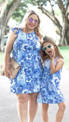 Petite Fashion Tips Lilly Pulitzer Mommy and me outfits with blue Lilly prints swing dresses.Petite Fashion Tips Lilly Pulitzer Mommy and me outfits with blue Lilly prints swing dresses Fashion Videos, Fashion Hacks, 80s Fashion, Petite Fashion, Fashion 2020, Fashion Bloggers, Fashion Trends, Mommy And Me Dresses, Mommy And Me Outfits